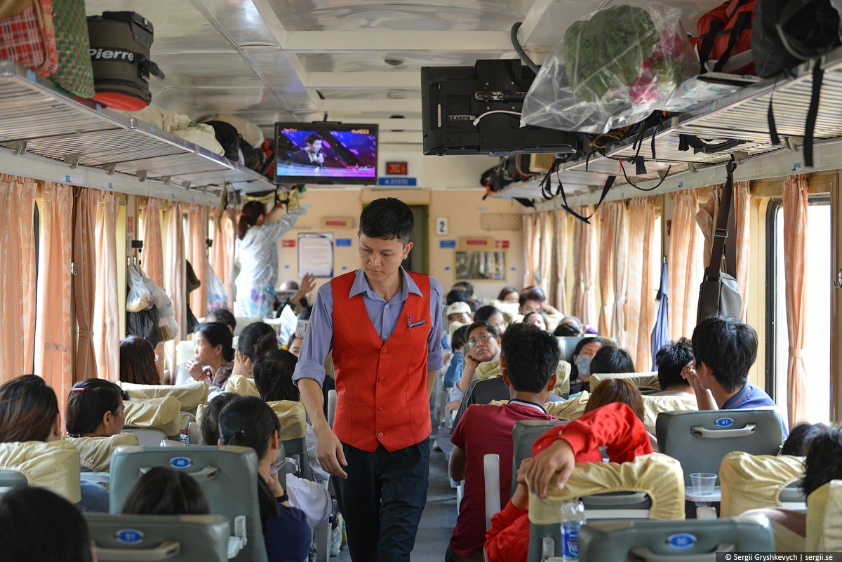 vietnam_reunification_express_train-17