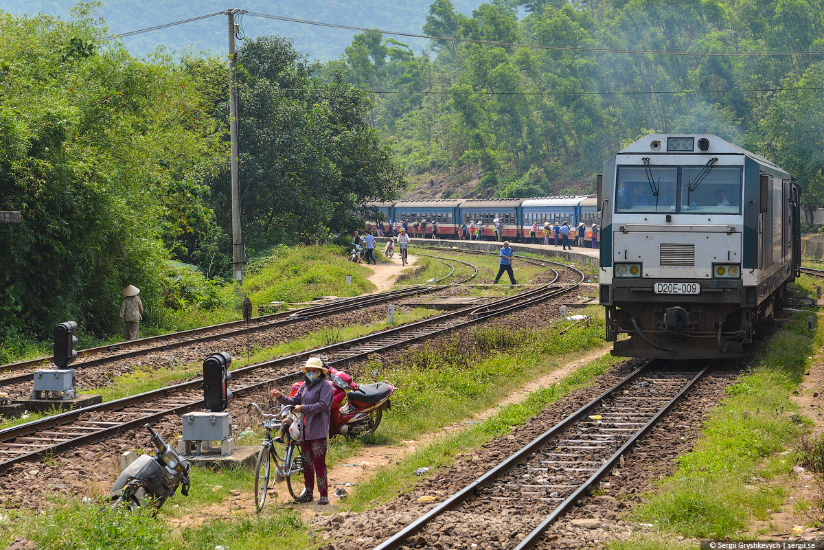 vietnam_reunification_express_train-44