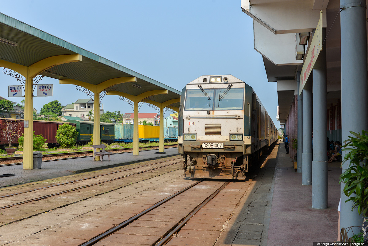 vietnam_reunification_express_train-13