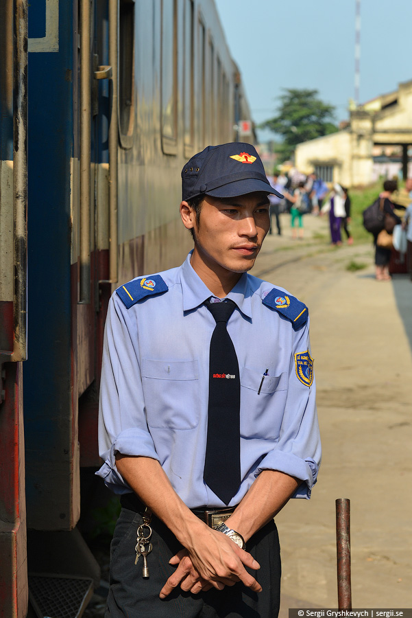 vietnam_reunification_express_train-15